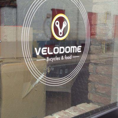 Velodome belettering etalage - Art Vision