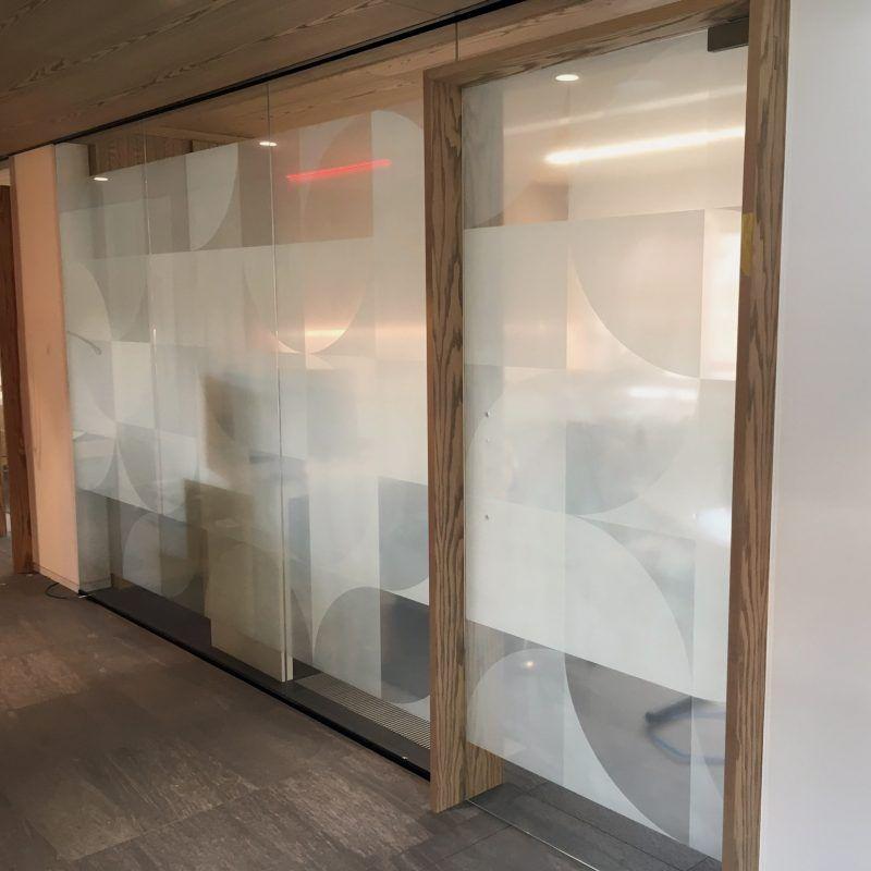 privacy folie tandarts - witte print op transparante folie